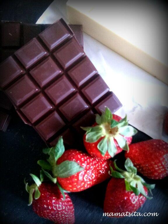 Γιορτή της Μητέρας: Φτιάχνουμε σοκολατένιο brownie με φράουλες