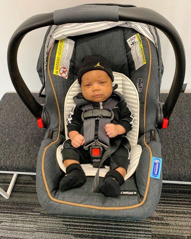 Γιάννης Αντετοκούνμπο: Δεν φαντάζεστε τι έκανε με τον 3 μηνών γιο του αγκαλιά (vid & pics)