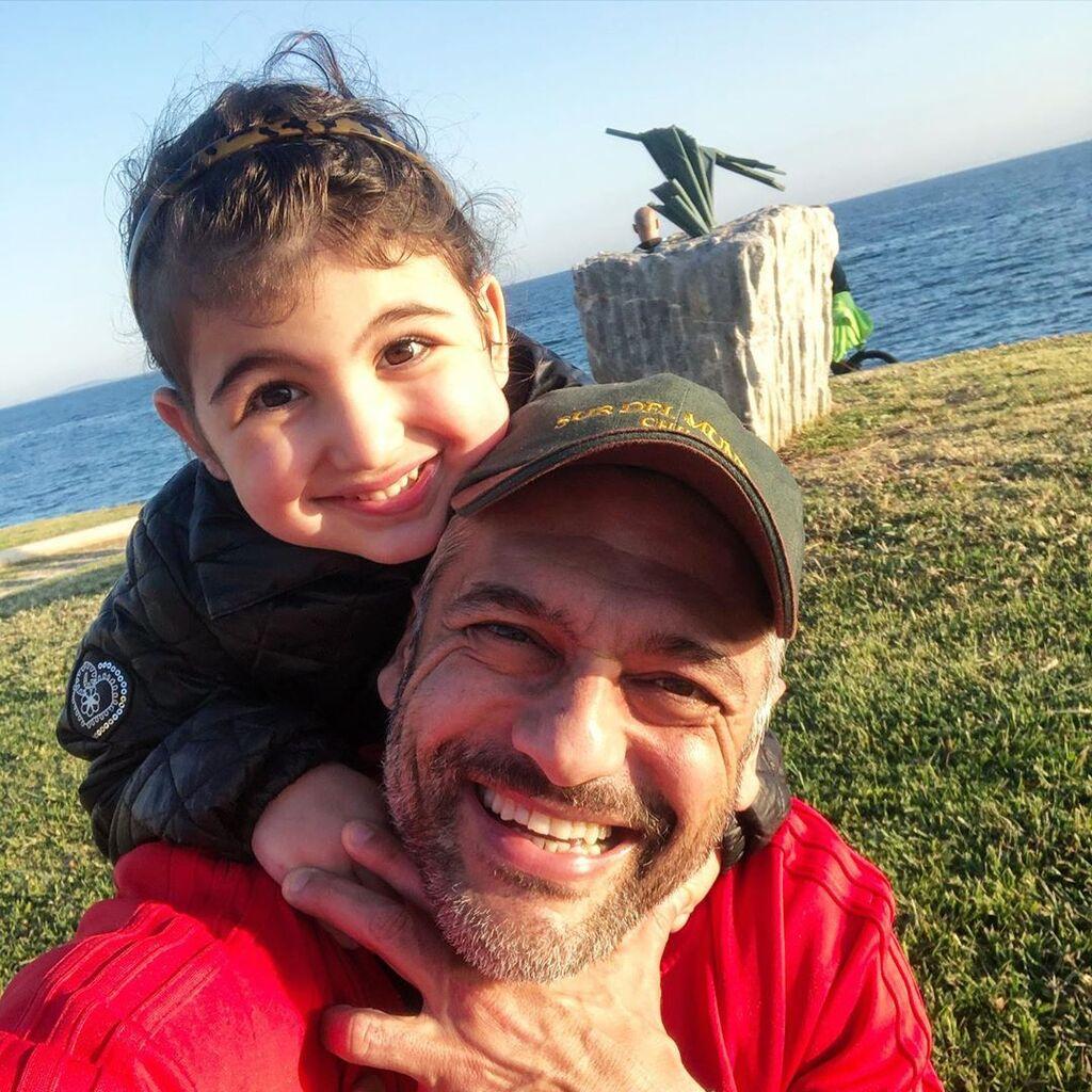 Στέλιος Κρητικός: Η πιο τρυφερή αγκαλιά ήταν αυτή της Κόμησσας στον μπαμπά της (pics)
