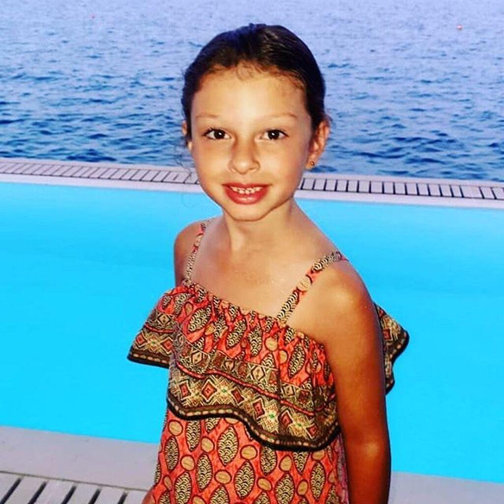 Η μικρούλα που βλέπετε στη φωτογραφία είναι κόρη πασίγνωστου Έλληνα ποδοσφαιριστή.