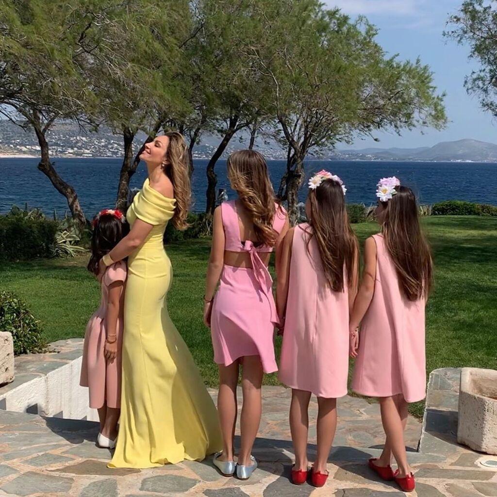 Γιορτή της Μητέρας: Η Ελένη Πετρουλάκη έκανε την ωραιότερη ανάρτηση και μας έδειξε τις 4 κόρες της