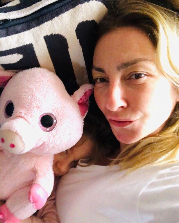 Ρούλα Ρέβη: Οι πρωινές αγκαλιές με τα δίδυμα και το μήνυμά της για τη Γιορτή της Μητέρας (pics)