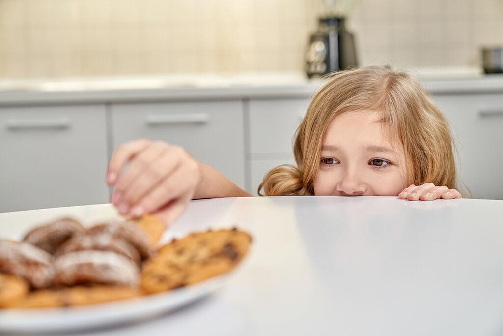 Η σοκολάτα συμβάλλει στην καταπολέμηση του άγχους. Περιέχει τρυπτοφάνη η οποία βελτιώνει τη θετική διάθεση.