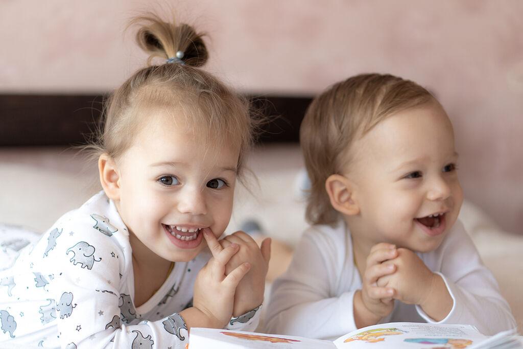 Επηρεάζουν τα συναισθήματα και τη διάθεσή μας - Σύμφωνα με έρευνα που πραγματοποιήθηκε από το  Brigham Young University στην Utah, η ύπαρξη αδερφής μειώνει τις πιθανότητες να έχουμε αρνητικά συναισθήματα όπως η μοναξιά, ο φόβος και η ενοχή.