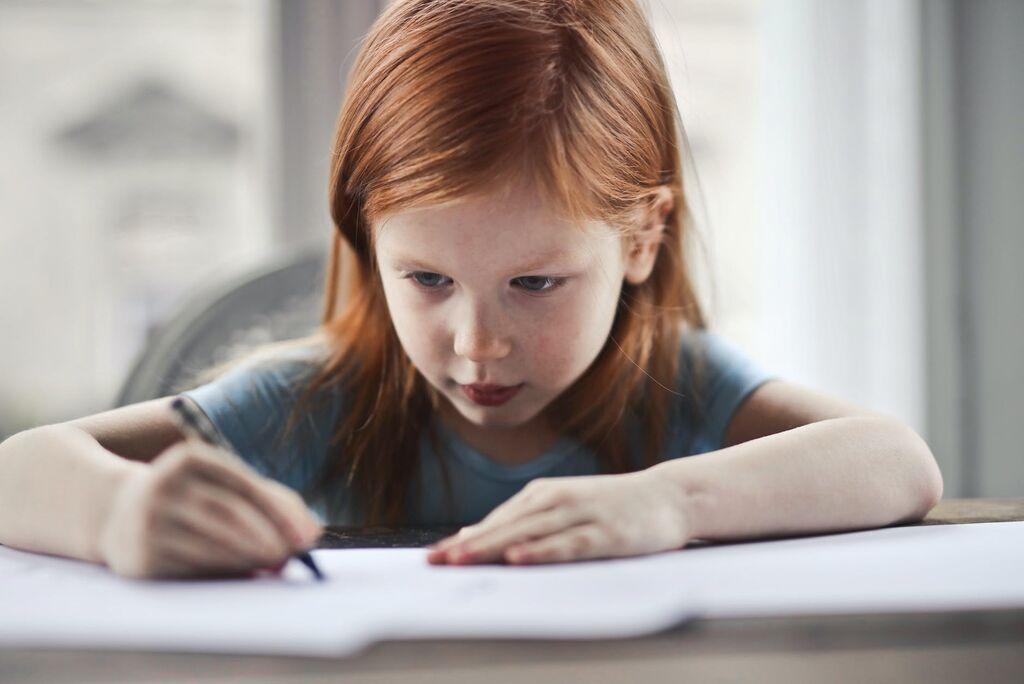 Γράψιμο: Ζητήστε τους να γράψουν το δικό τους παραμύθι. Ενθαρρύνετέ το να γράψει ένα γράμμα στον κολλητό του φίλο ή να κρατά ένα ημερολόγιο που θα γράφει κάθε μέρα όλα όσα αισθάνεται.