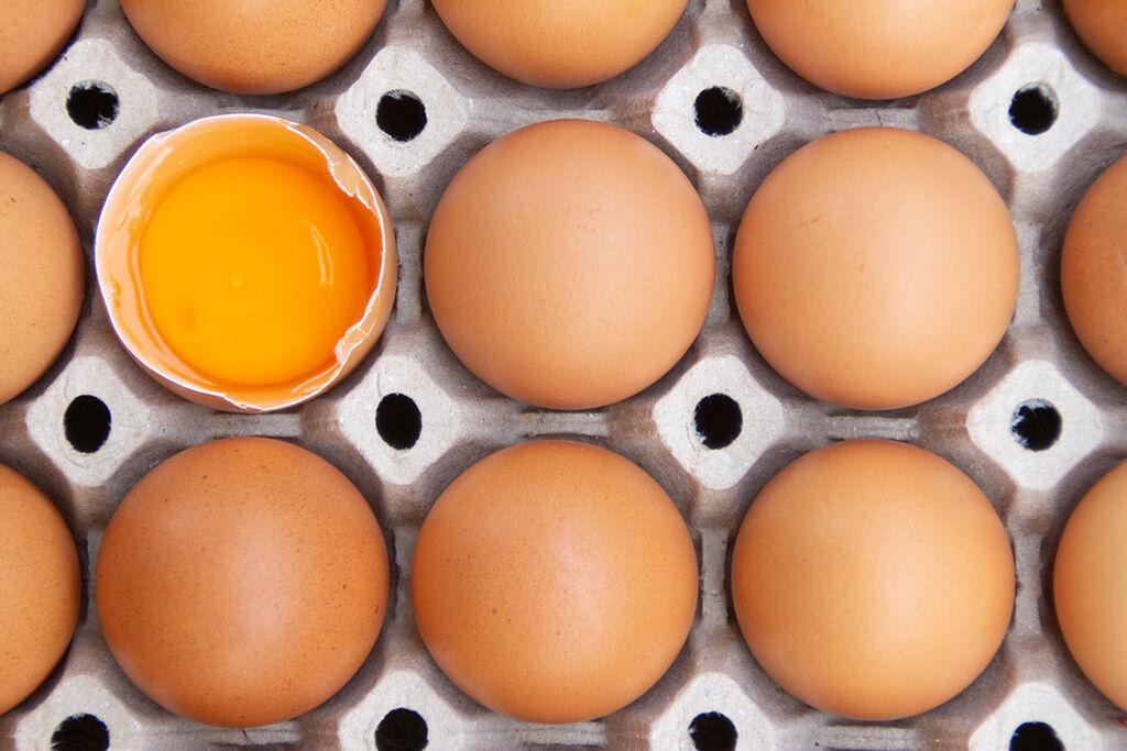 Ωμά αυγά - Ελοχεύει ο κίνδυνος σαλμονέλας