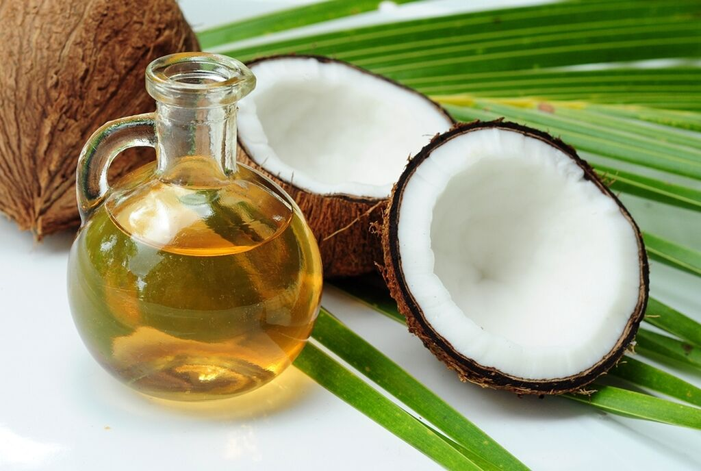 Coconut oil pulling - Το oil pulling είναι μία νέα μέθοδος καθαρισμού η οποία λευκαίνει τα δόντια, τα καθαρίζει σε βάθος και καταπολεμά τα βακτήρια. Προμηθευτείτε με λάδι καρύδας, ηλιέλαιο ή σουσαμέλαιο και κάντε στοματικές πλύσεις μετά το βούρτσισμα.