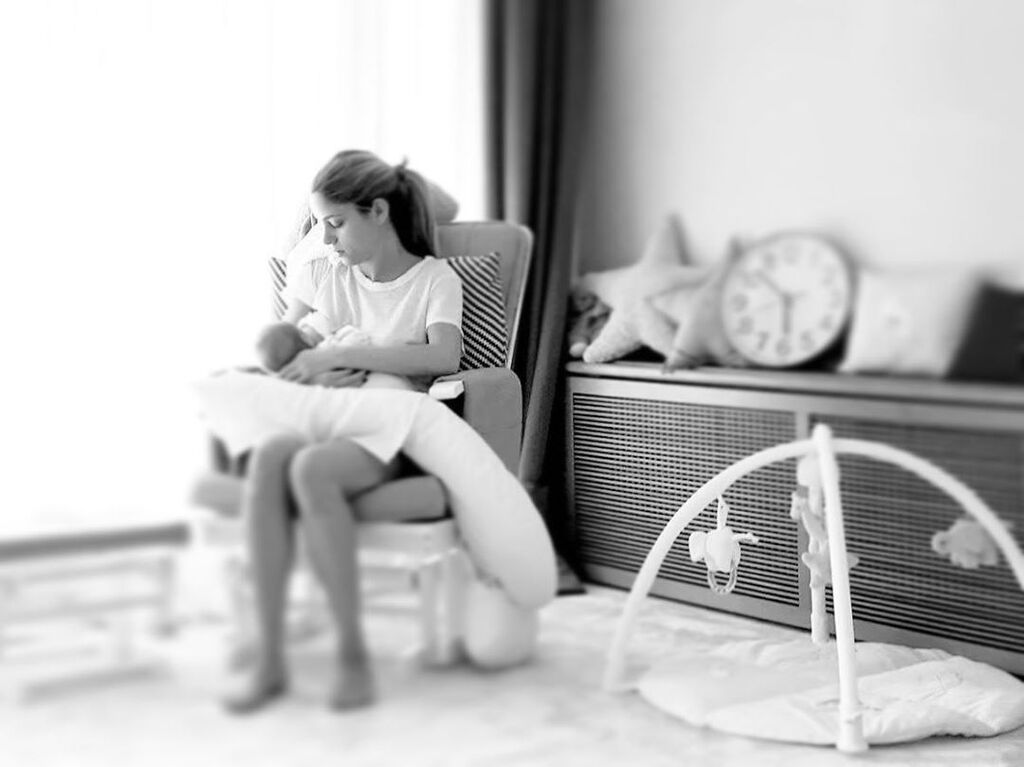 Δούκισσα Νομικού: Τι έκανε για να δροσίσει την κόρη της στο σπίτι το Σαββατοκύριακο; (pics & vid)
