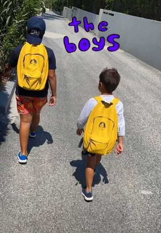 Φαίη Σκορδά: Δείτε ποιο παιχνίδι παίζει με τους γιους της
