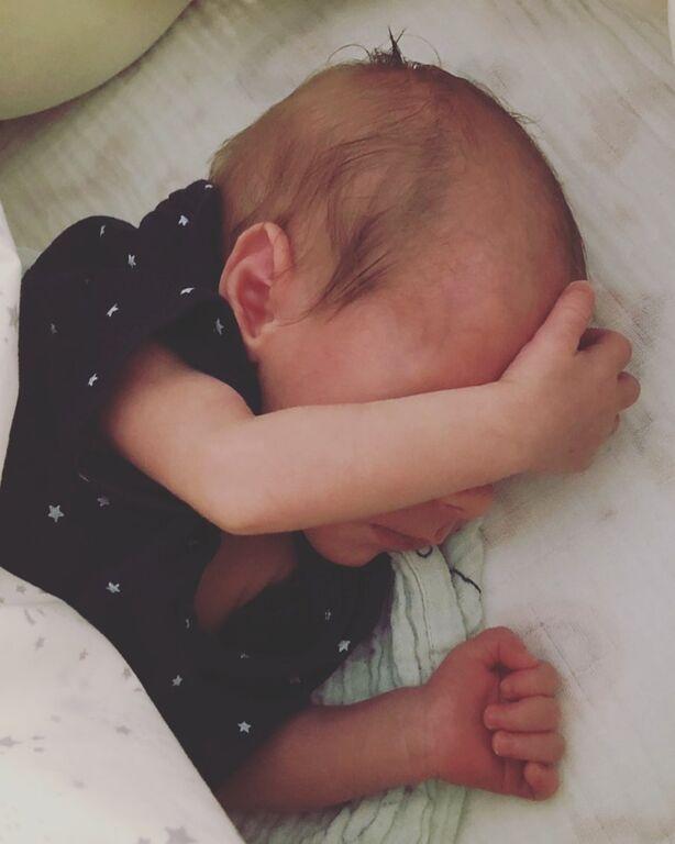 Χρανιώτης- Αβασκαντήρα: Κοιμούνται με τον γιο τους στο κρεβάτι (pics)