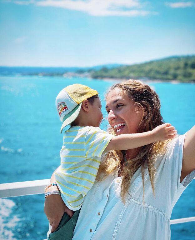 Αντιγόνη Ψυχράμη: Η καλοκαιρινή φώτο με τον γιο της που πρέπει να δείτε