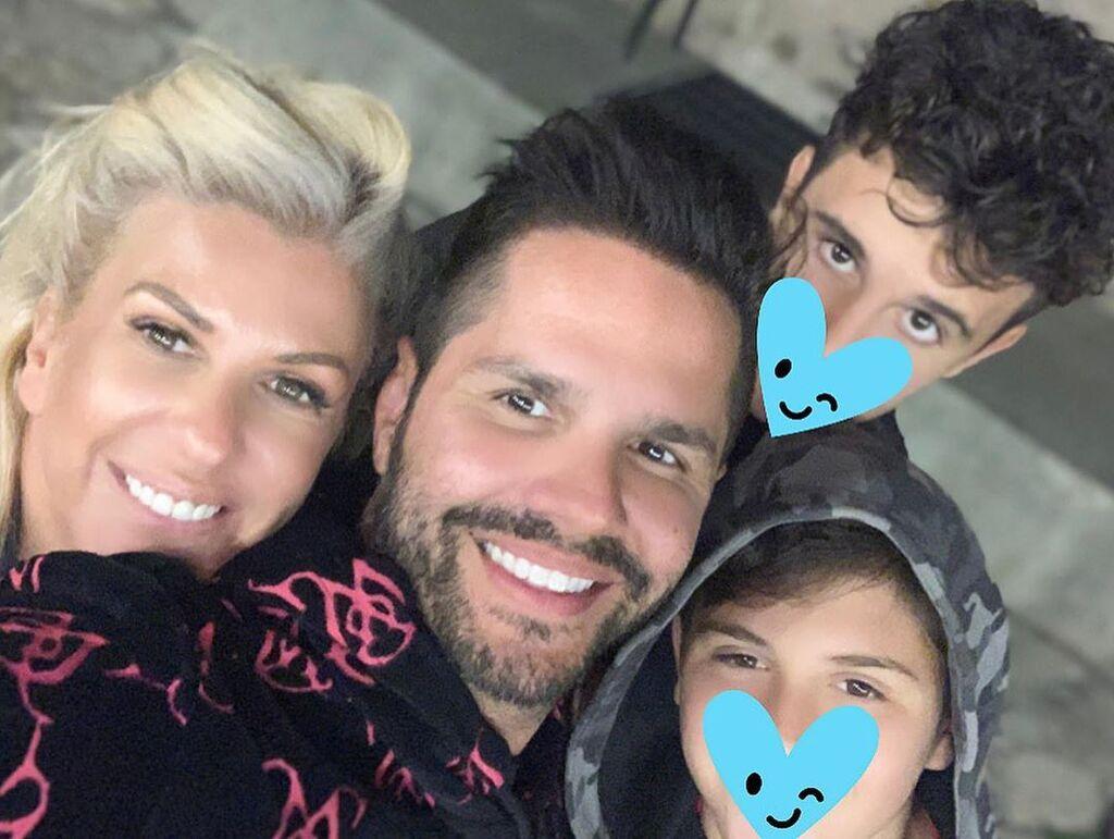 Γιώργος Τσαλίκης: Η selfie με τους γιους και τη σύζυγό του από τις διακοπές