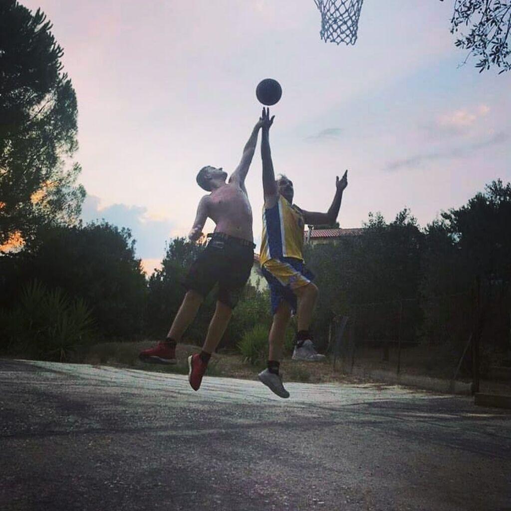 Πάσχαλης & Αχιλλέας Τσαρούχας: Μπαμπάς & γιος παίζουν μπάσκετ-Υπέροχες φώτο