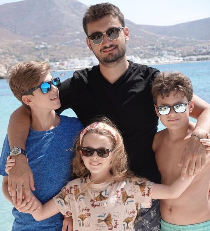 Νίκος Χατζηνικολάου:Το καλοκαίρι της καρδιάς του & η φώτο με τα 4 παιδιά του