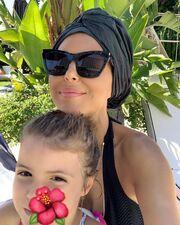 Πρώτο μάθημα ιππασίας για την κόρη γνωστής Ελληνίδας μαμάς