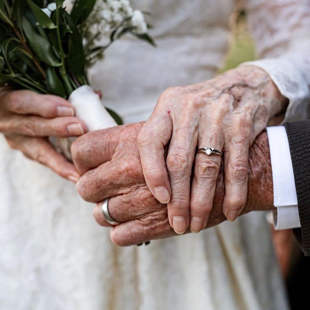 Ζευγάρι γιόρτασε τα 60 χρόνια γάμου με μια μοναδική φωτογράφηση