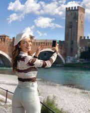 Φόρεσε τα πρώτα φθινοπωρινά σου καπέλα (ακόμα και με απλό jean παντελόνι) , όπως η Νικολέττα Ράλλη