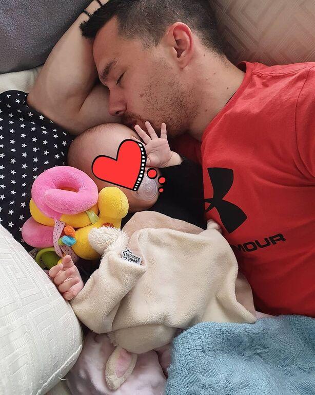 Λευτέρης Πετρούνιας: Πόσταρε την ωραιότερη φώτο με την ενός έτους κόρη του