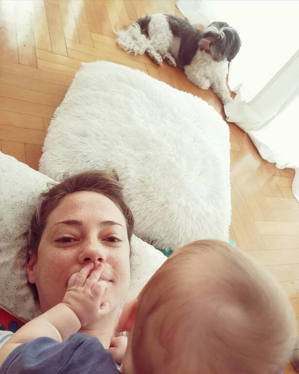Αλεξάνδρα Ούστα: Μεσημεριανή σιέστα με τον γιο της εν μέσω καραντίνας
