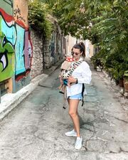 Νικολέτα Ράλλη: Βόλτα με τη μπέμπα της εν μέσω καραντίνας