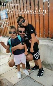 Γνωστός ηθοποιός φτιάχνει μελομακάρονα με τα παιδιά του
