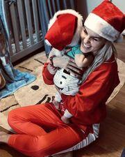 Μαντώ Γαστεράτου: Ντύθηκε Άγιος Βασίλης και πόζαρε με τον γιο της