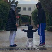 Αδάμου - Κουϊνέλης: Δείτε τους να στολίζουν το δέντρο με την κόρη τους