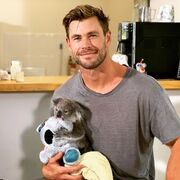Chris Hemsworth: Το 6λεπτο βίντεο που δείχνει πόσο απίστευτος μπαμπάς είναι