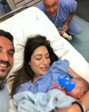 Φλορίντα Πετρουτσέλι: Ο γιος της έγινε 6 μηνών και πόζαραν μαζί στον φακό