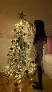 Έλενα Ασημακοπούλου: Το χριστουγεννιάτικο δέντρο στο παιδικό δωμάτιο