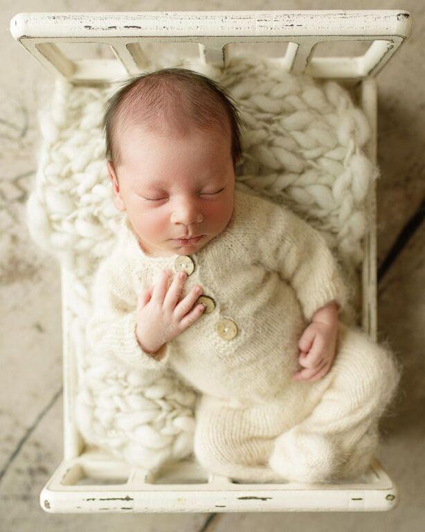 Μαμά βγάζει το μωρό της τις πιο απίθανες φωτογραφίες (pics)