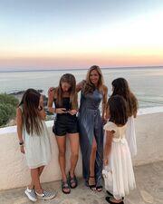 Ελένη Πετρουλάκη: Η φωτογραφία με τις 4 κόρες της που έριξε το Instagram