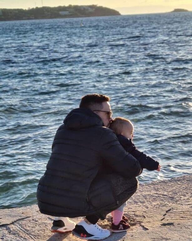 Λευτέρης Πετρούνιας: Βόλτα στη θάλασσα με την κόρη του, Σοφία