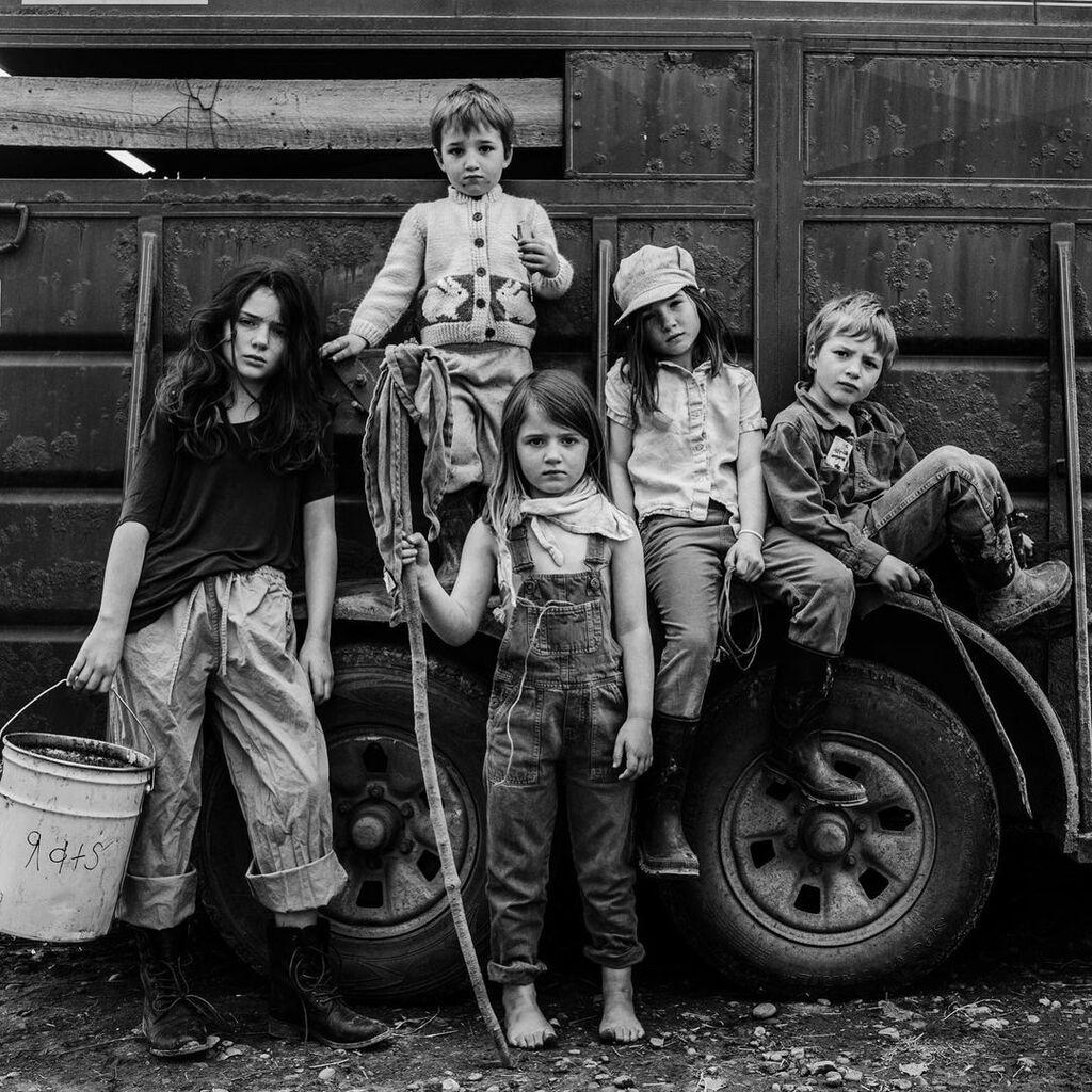 Οι φωτογραφίες αυτών των παιδιών θυμίζουν μια άλλη εποχή