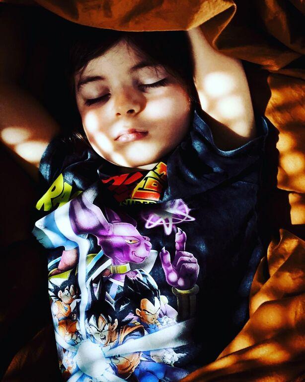 Ζενεβιέβ Μαζαρί: Κάνει εναέριο χορό με τη βοήθεια της κόρης της