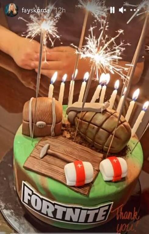 Αυτή ήταν η πρώτη τούρτα για τα γενέθλια του Γιάννη Λιάγκα. Εντυπωσιακή και με θέμα το αγαπημένο βίντεο παιχνίδι του μικρού.