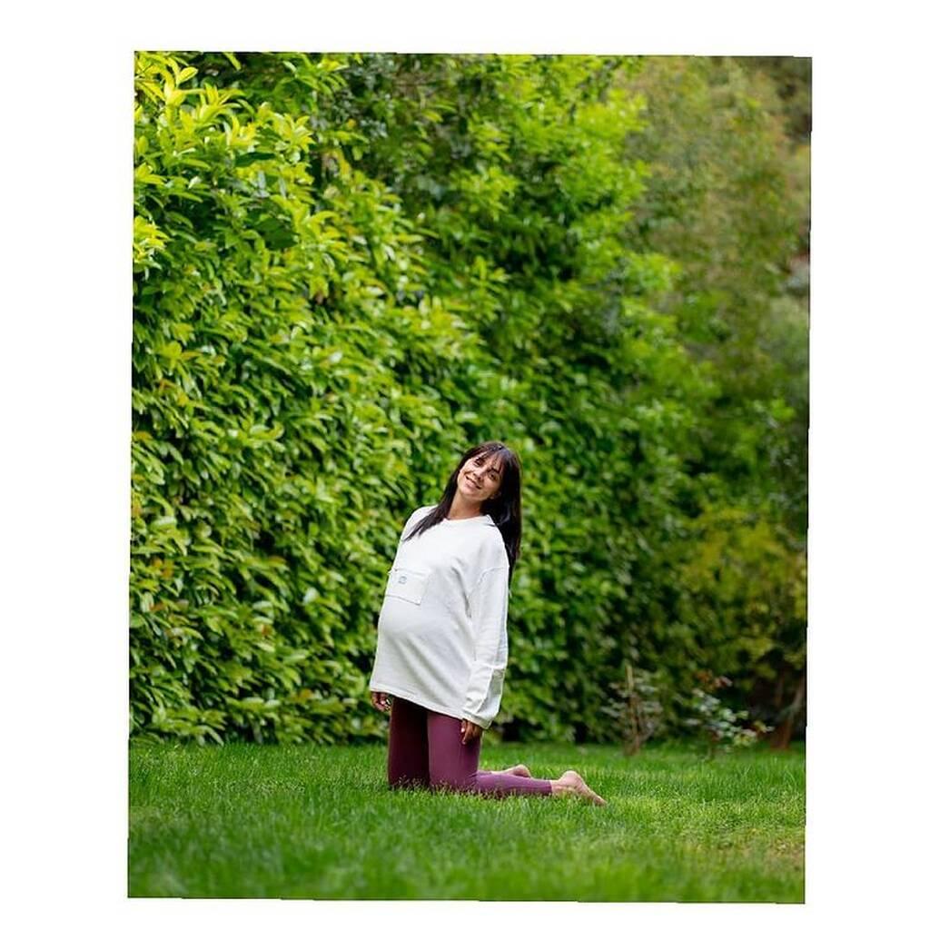Γνωστή Ελληνίδα ηθοποιός κάνει yoga στον 9ο μήνα εγκυμοσύνης (pics)
