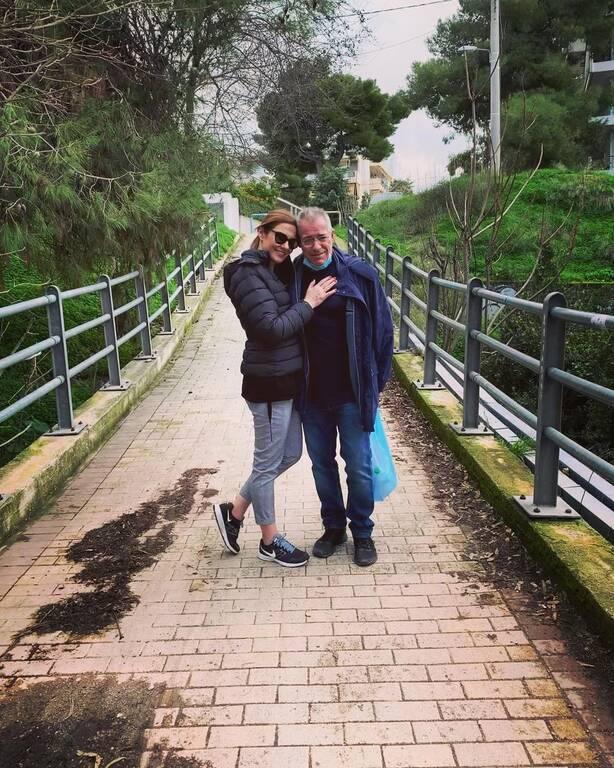 Φαίη Μαυραγάνη - Νίκος Μάνεσης: Η οικογενειακή φώτο με τα δυο παιδιά τους