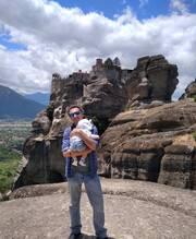 Βαγγέλης Αλεξανδρής: Βόλτα με τον γιο του στην παιδική χαρά