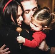 Υβόννη Μπόσνιακ: Ποζάρει αγκαλιά με την κόρη της φορώντας  το ίδιο μαγιό