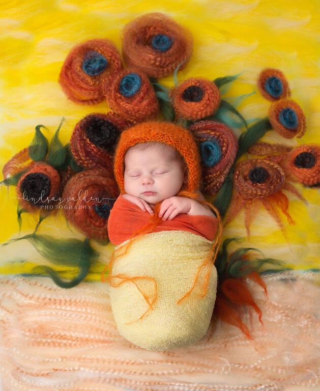 """Φωτογραφία εμπνευσμένη από τον πίνακα του Vincent van Gogh, """"Vase with Twelve Sunflowers""""."""