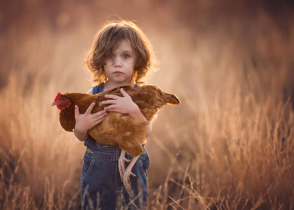 Μητέρα 11 παιδιών φωτογραφίζει τα παιδιά της με ζώα της φάρμας τους