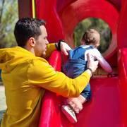 Λευτέρης Πετρούνιας: Παιχνίδια με την κόρη του στην πισίνα (pics)