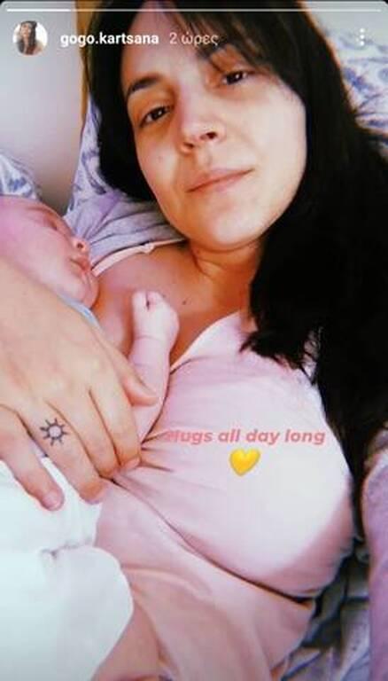 Γνωστή Ελληνίδα ηθοποιός φωτογραφίζεται με τον ενός μηνά γιο της