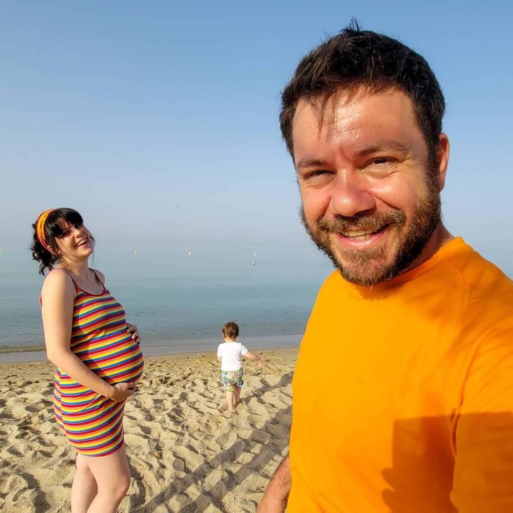 Ηλέκτρα Αστέρη: Στη θάλασσα με την κόρη της λίγο πριν γεννήσει