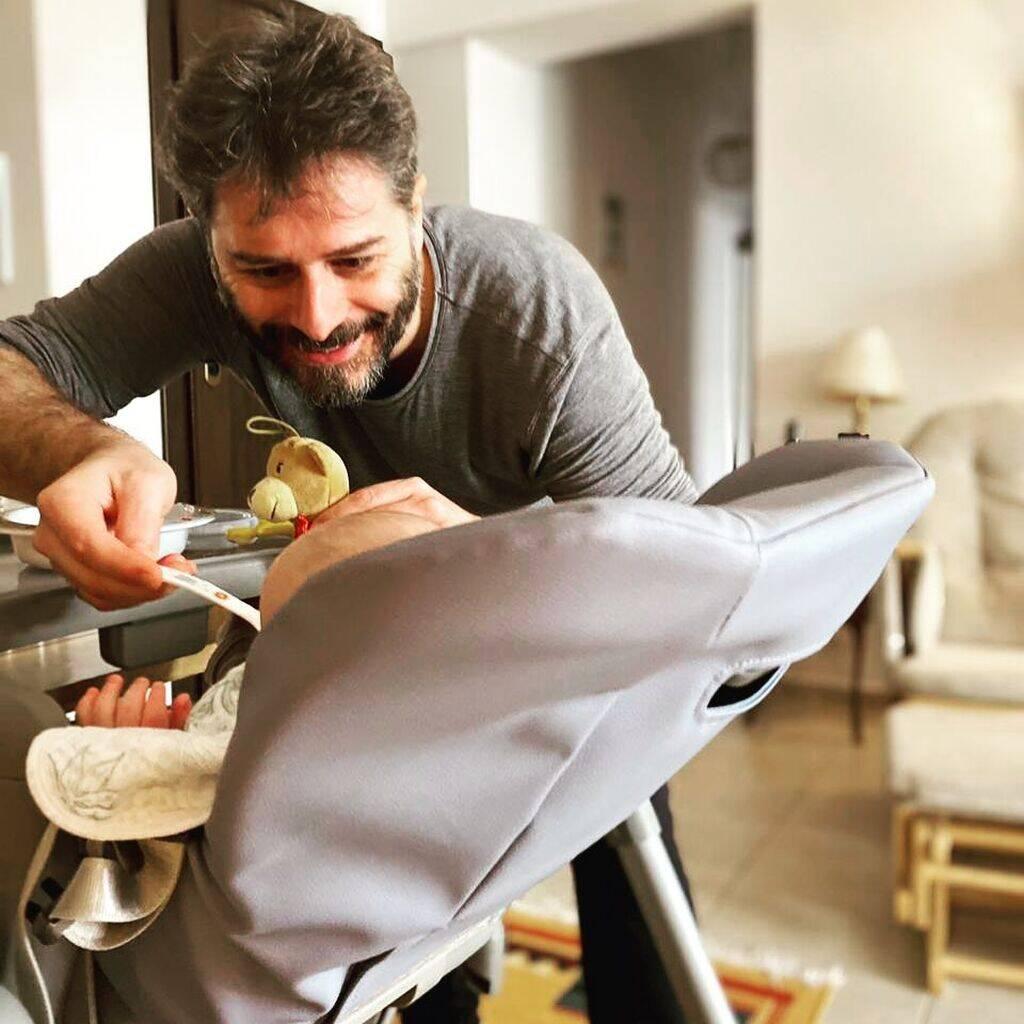 Αλέξανδρος Μπουρδούμης: Παιχνίδια στη θάλασσα με τον γιο του (pics)