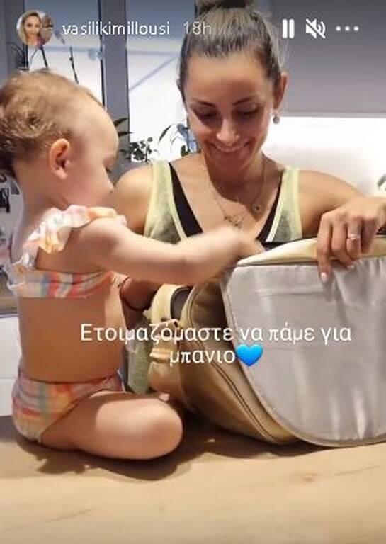 Βασιλική Μιλλούση: Η κόρη της τη βοηθά να ετοιμαστούν για τη θάλασσα