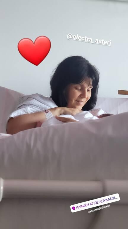 Μπλέτσας-Αστέρη: Νέες φωτογραφίες με την νεογέννητη κόρη τους