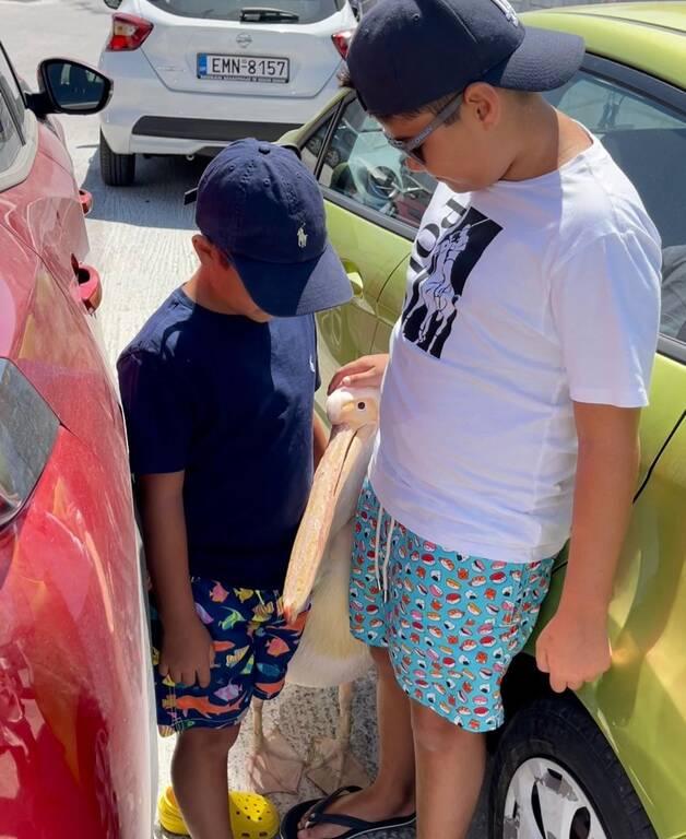 Γιώργος Λιάγκας: Φωτογραφίες από τις διακοπές στην Τήνο με τους γιους του