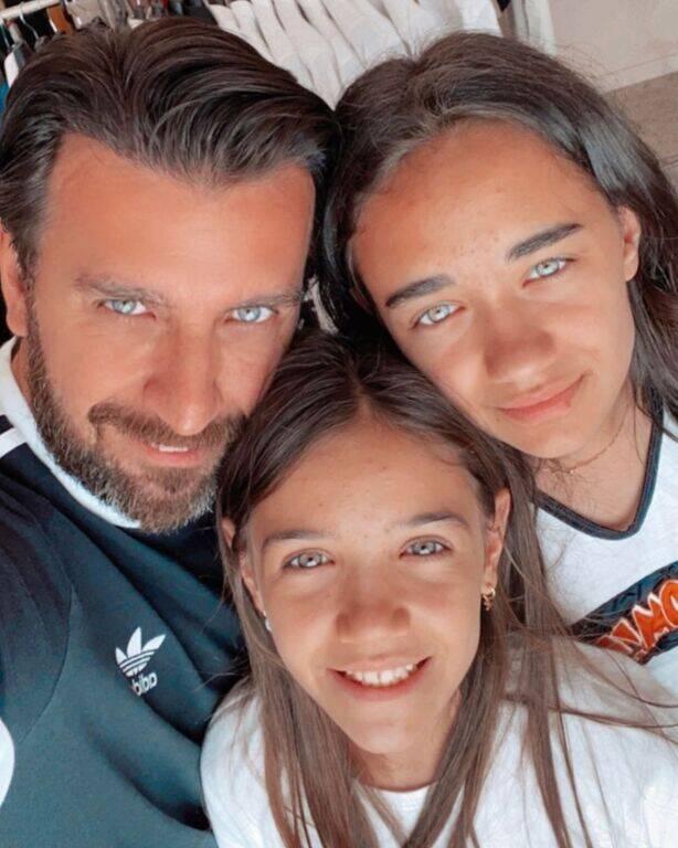 Θάνος Πετρέλης: Φωτογράφισε την κόρη του στο πιλοτήριο αεροπλάνου